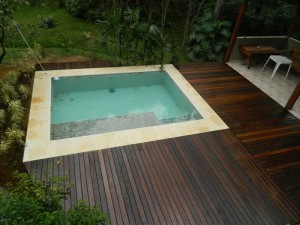 Piscina, churrasq. e Deck